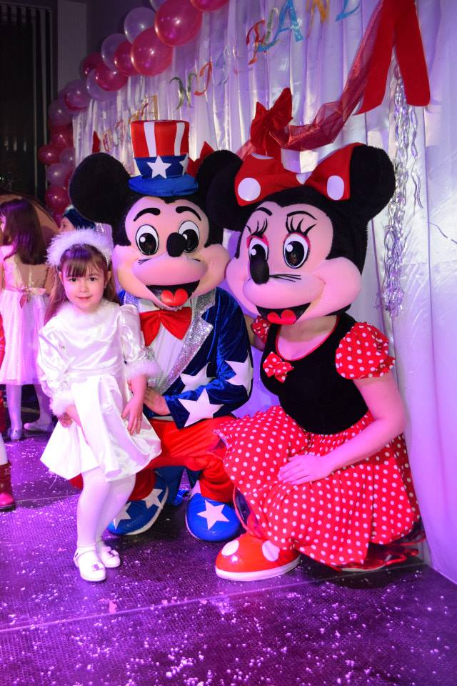 PETRECERE MICKEY SI MINNIE MOUSE